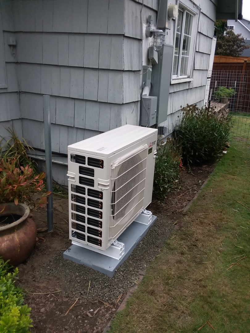 Mukilteo, WA - Just finished installation of a Mitsubishi Double head ductless mini split heat pump system in Mukilteo customer happy to have more efficient Heating and Cooling in home