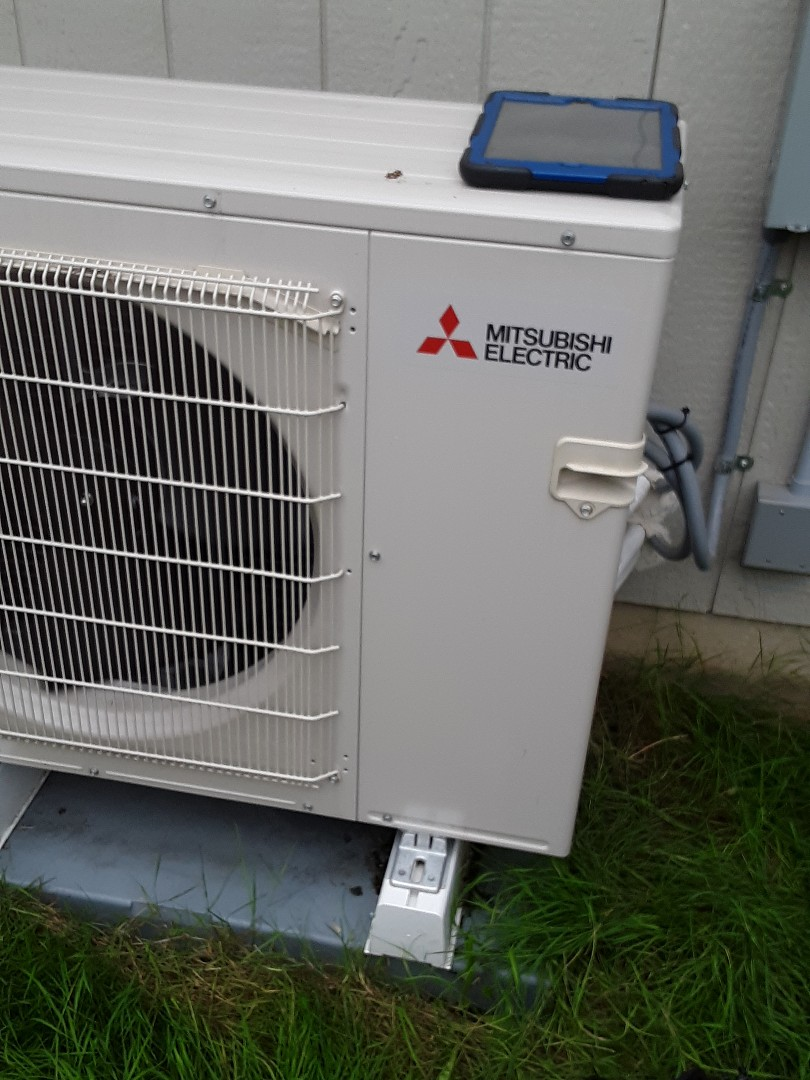 Everett, WA - Planned maintenance on a Mitsubishi ductless heat pump system in Everett