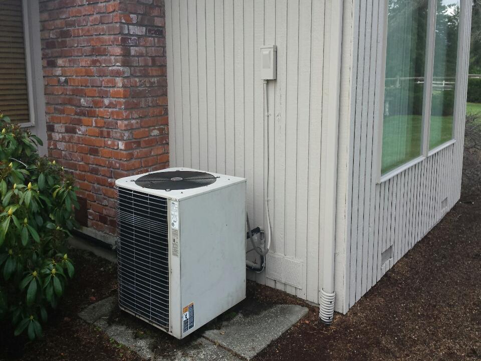 Monroe, WA - Repairing Lennox heat pump in Monroe