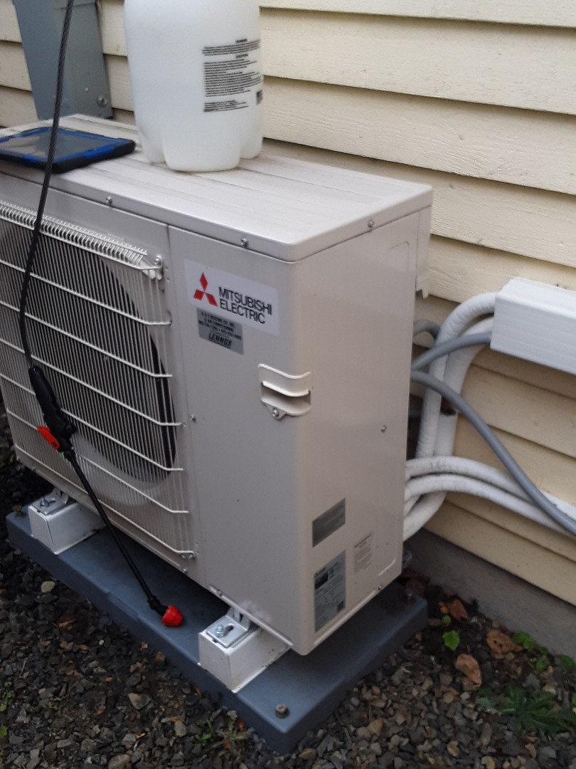 Lynnwood, WA - Planned maintenance on a Mitsubishi ductless system in Brier