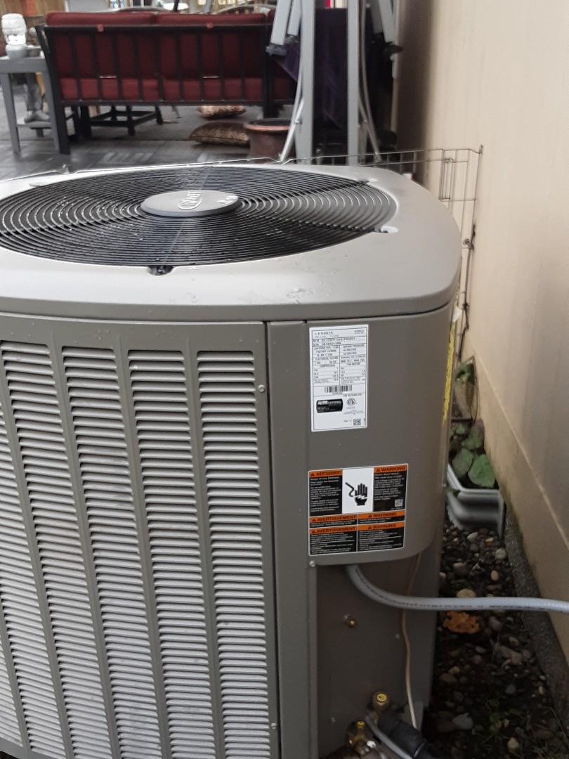 Lynnwood, WA - Planned maintenance on a Lennox heatpump in Lynnwood