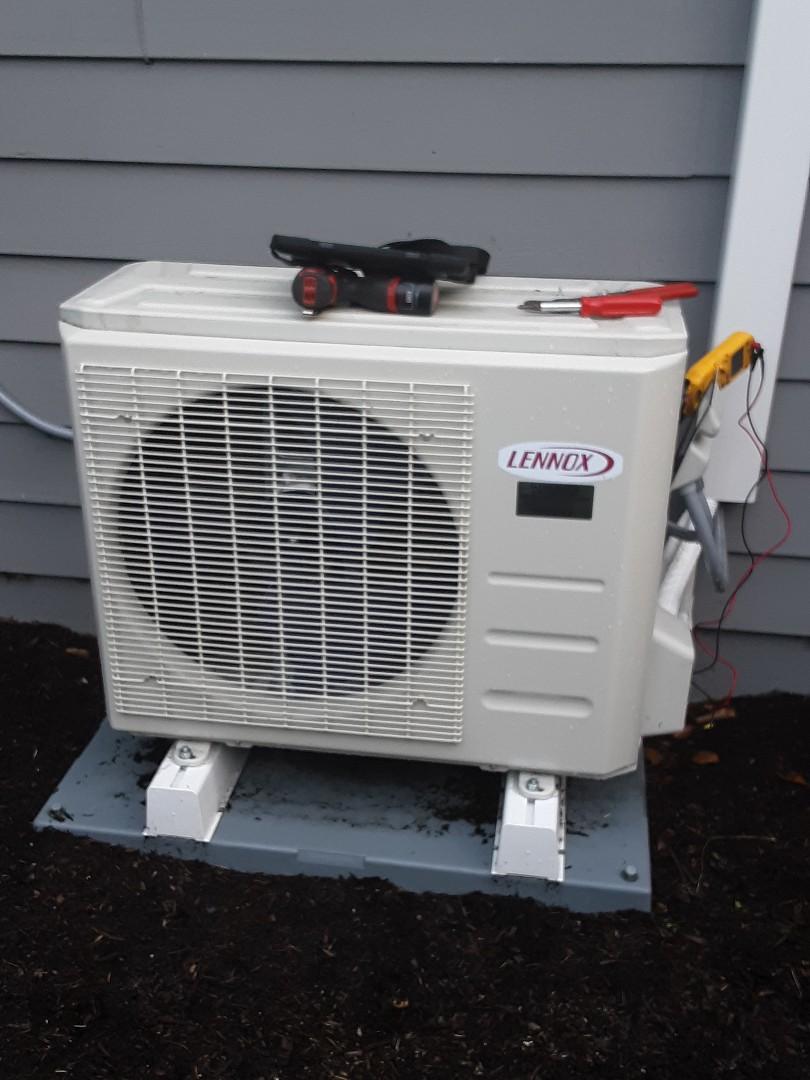 Lynnwood, WA - Planned maintenance on a Lennox ductless heatpump in Everett