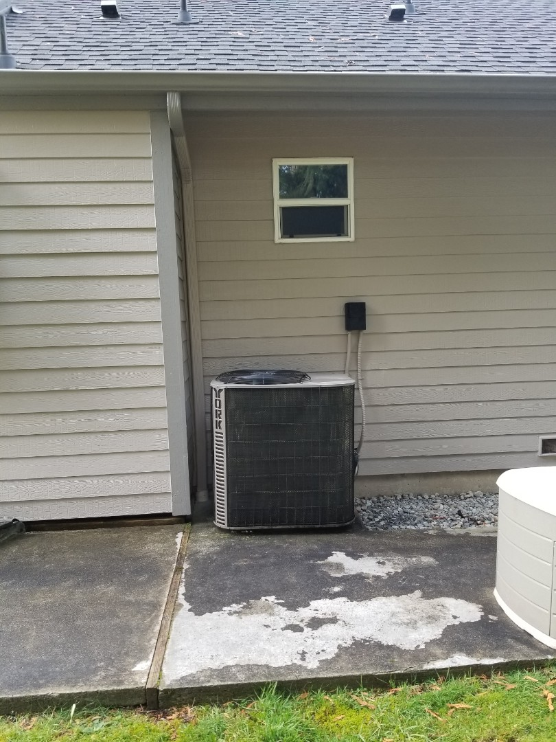 Snohomish, WA - Providing an estimate to install a Carrier heat pump in Snohomish.