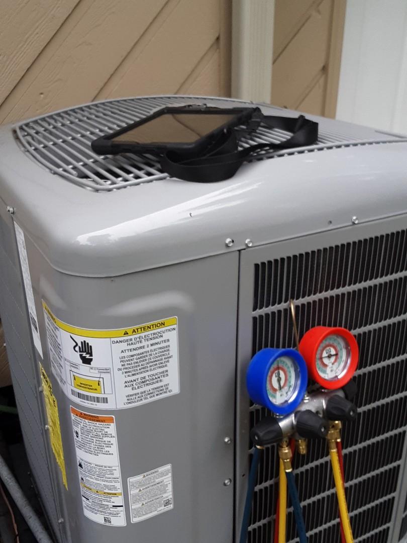 Lynnwood, WA - Maintenance on a carrier heatpump system in Lynnwood