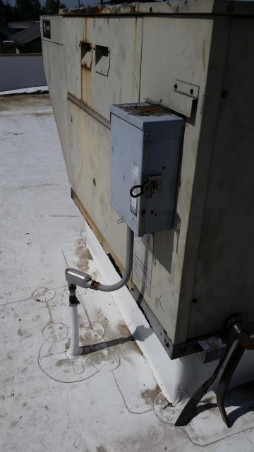 Monroe, WA - Replacing roof top unit in Monroe Washington with new Lennox unit