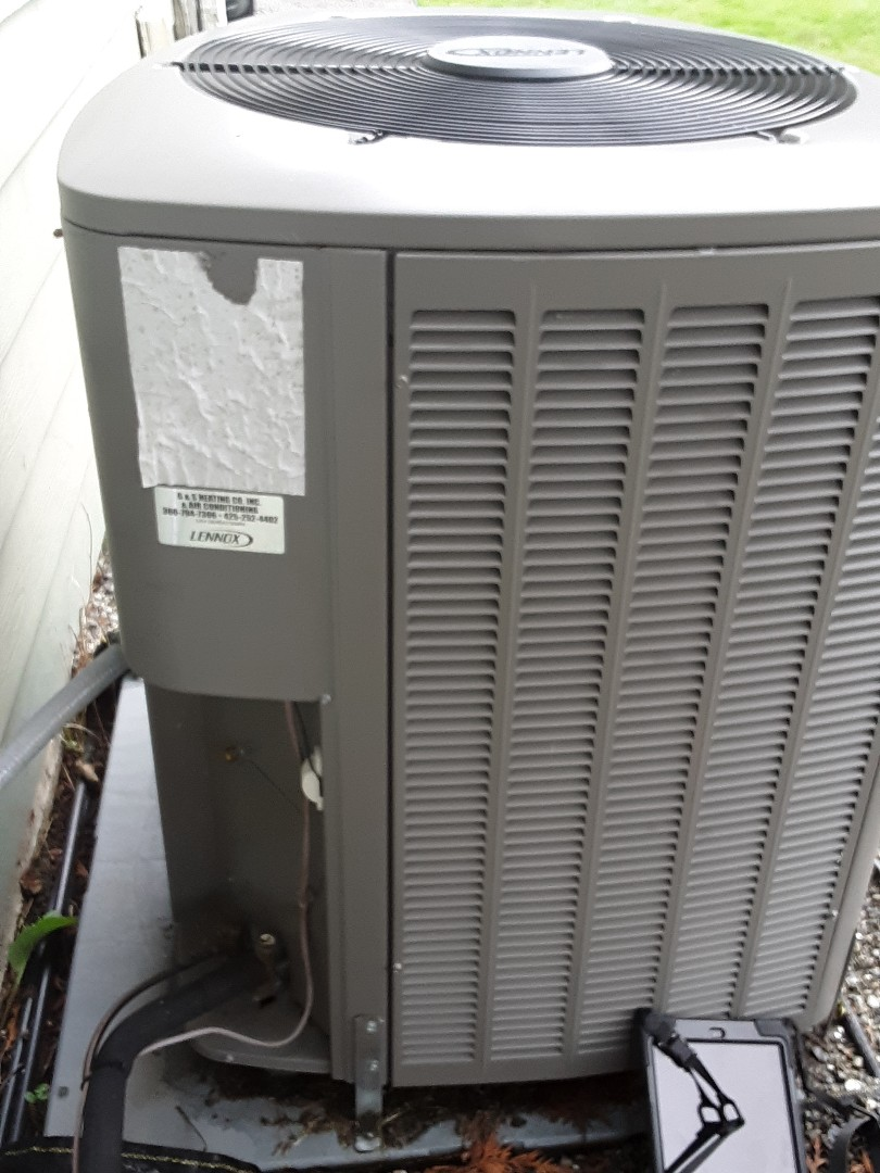 Lynnwood, WA - Planned maintenance on a Lennox heatpump system in Lynnwood