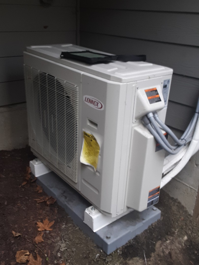 Lynnwood, WA - Performed planned maintenance on a Lennox heat pump system in Lynnwood