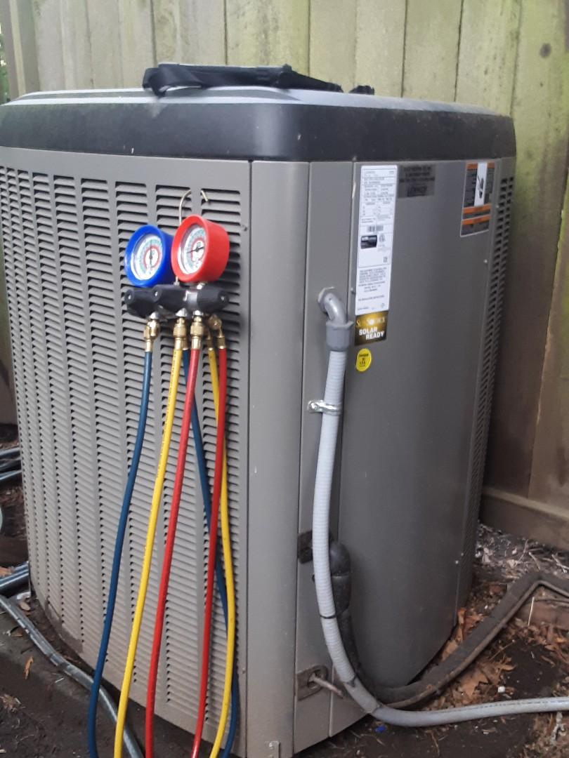 Edmonds, WA - Performed planned maintenance on a Lennox heatpump system in Edmonds