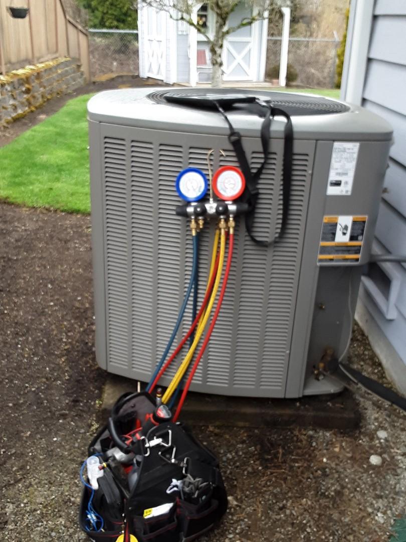 Snohomish, WA - Maintenance on Lennox heatpump