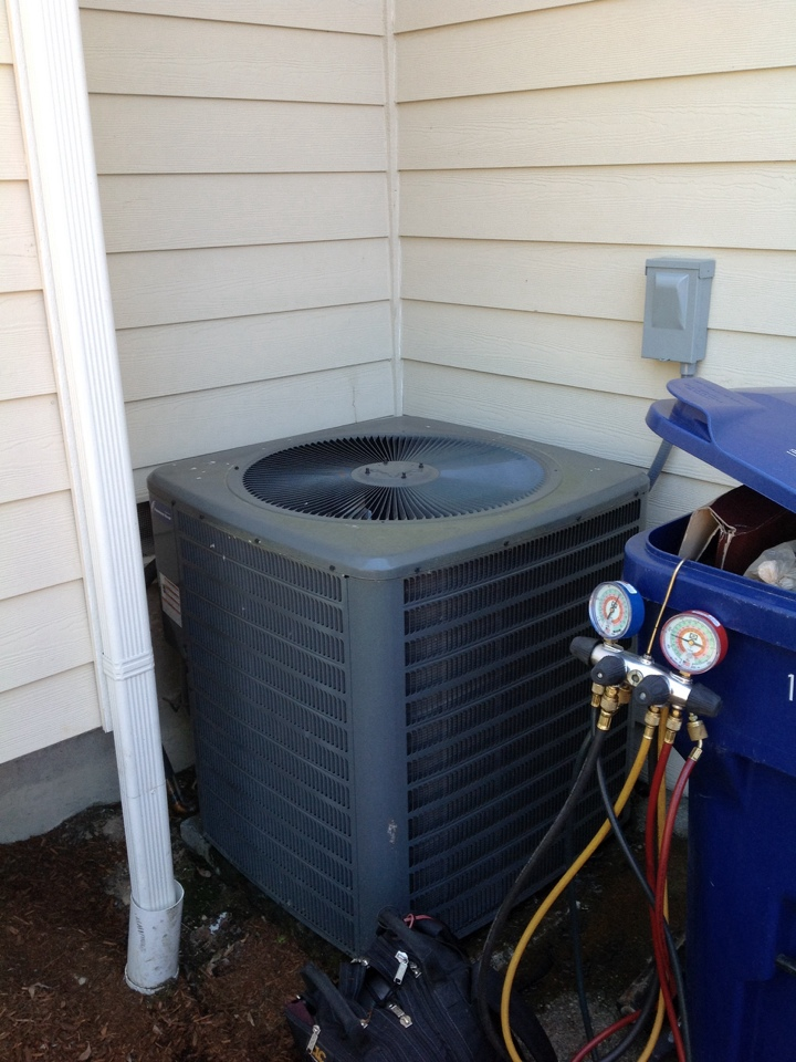 Monroe, WA - Service and repair Lennox air conditioner.  In Monroe