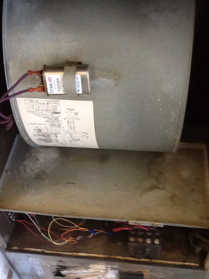 Monroe, WA - Maintenance on a Lennox air conditioner, heat pump system . This is a 1998