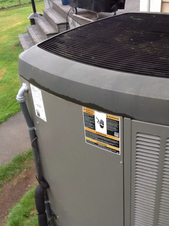 Bellevue, WA - Maintenance on a Lennox air conditioner in Bellevue