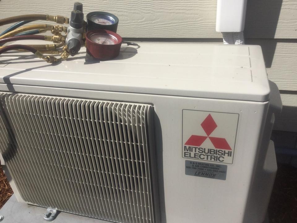 Monroe, WA - Mitsubishi ductless heat pump service Monroe