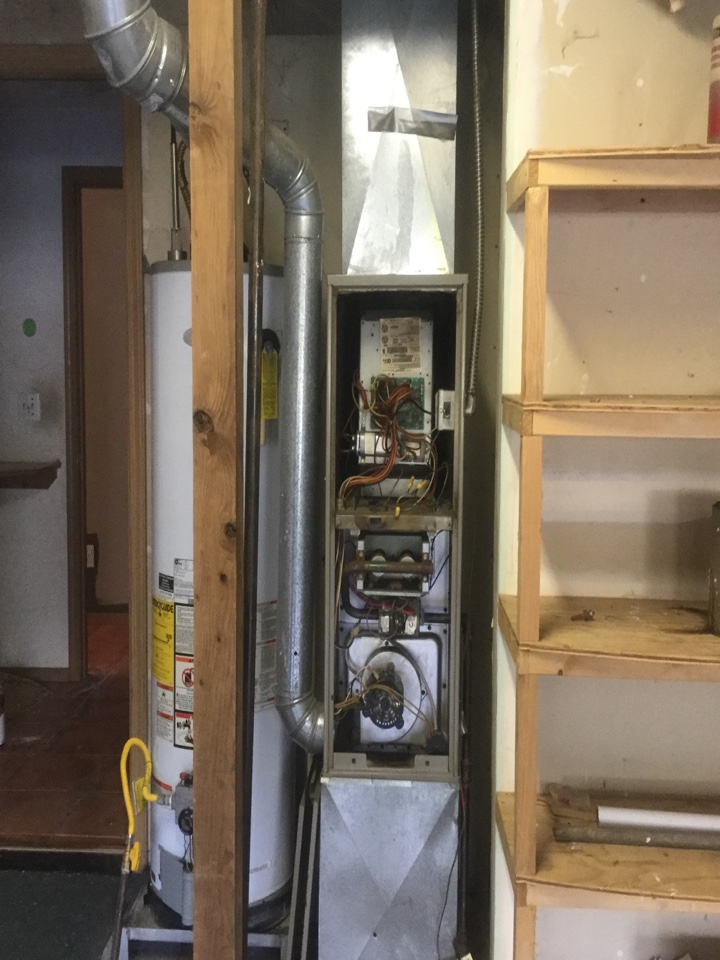 Bothell, WA - Responding to a service call in Bothell Wa. Furnace is making loud noises. System is a Bryant gas furnace
