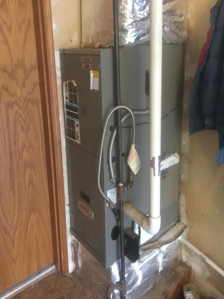 Redmond, WA - Lennox gas furnace and heat pump maintenance woodinville