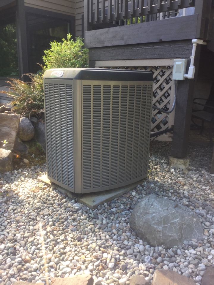 Snohomish, WA - Performing a planned maintenance on a Lennox heat pump in, Snohomish, WA