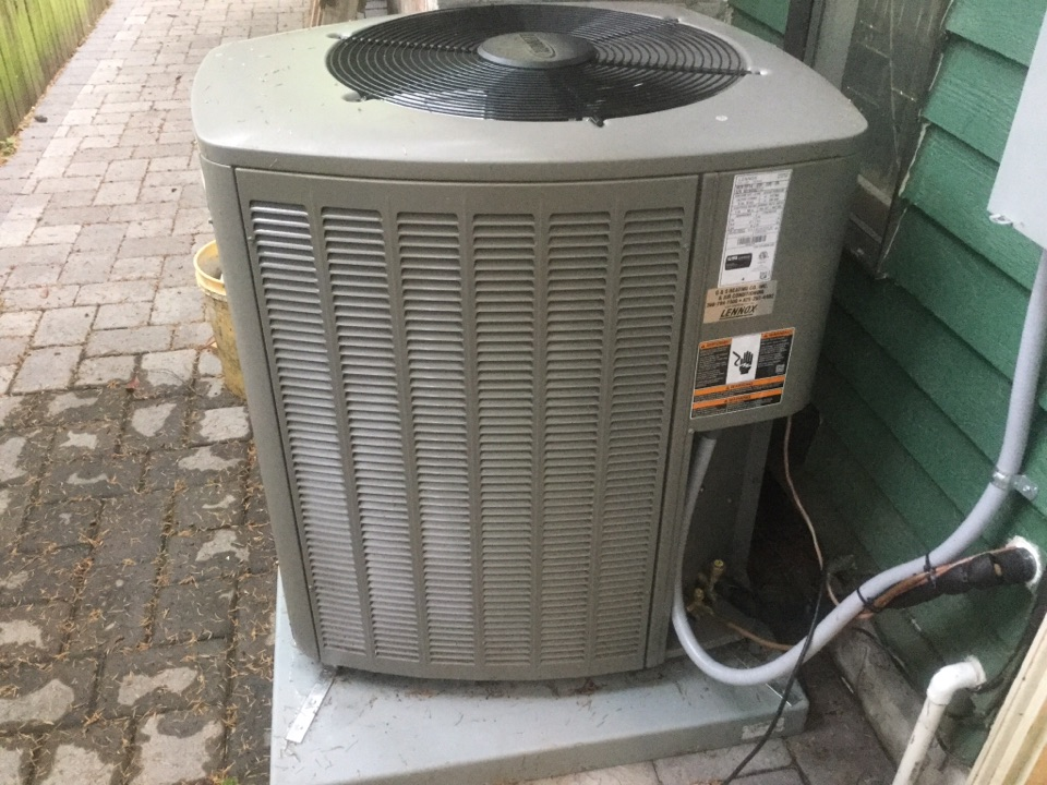 Mukilteo, WA - Completed maintenance on a Lennox air conditioner in mukilteo WA