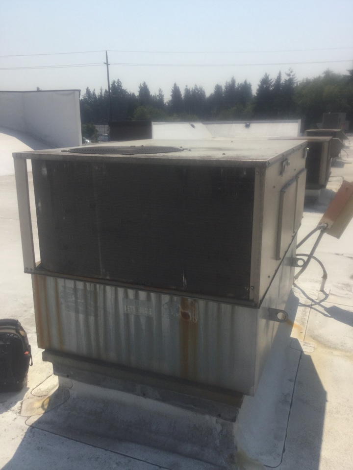 Everett, WA - Performing a leak search on a Lennox rooftop unit in Everett, WA