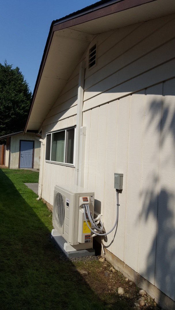 Lake Stevens, WA - Just finished installing Lennox multi-head mini split heat pump system for customers in Everett today happy to have more efficient heating and cooling system installed in their home