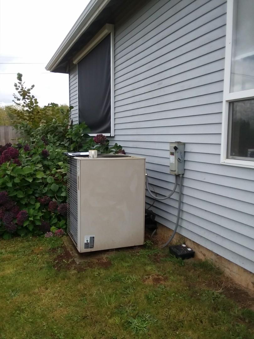 Monroe, WA - Repairing Lennox heat pump in Monroe.