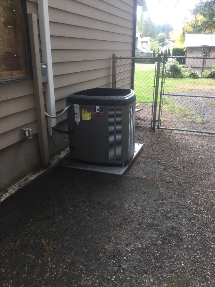Lynnwood, WA - Performed routine maintenance on Lennox heat pump in Lynnwood WA