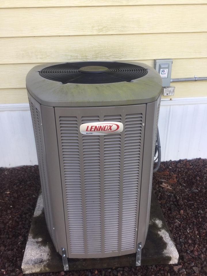 Edmonds, WA - Performed routine maintenance on Lennox heat pump in Edmonds WA