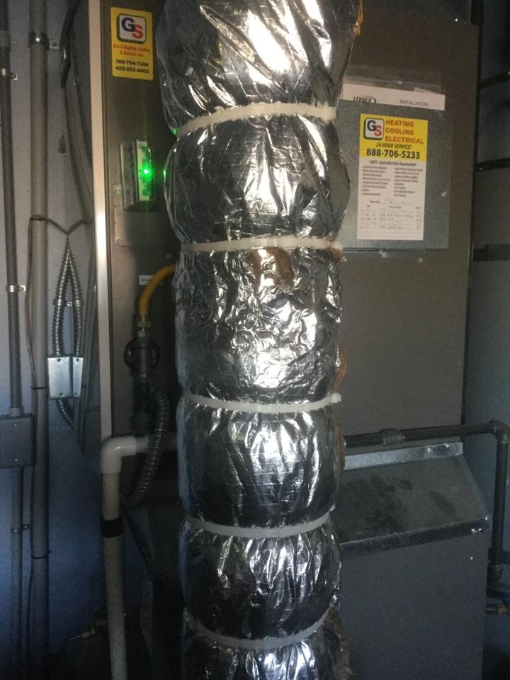 Lynnwood, WA - Performed routine maintenance on a Lennox gas furnace and heat pump in Lynnwood WA