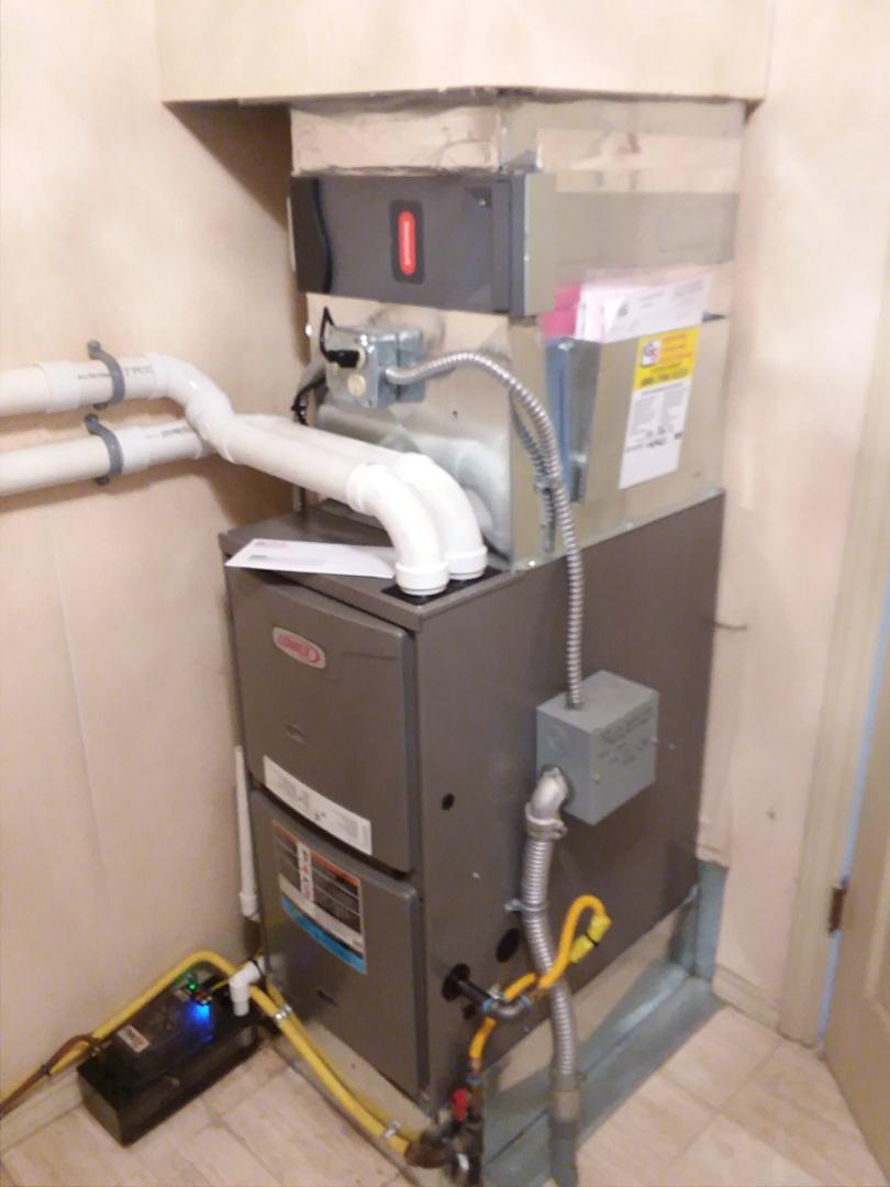 Everett, WA - Everett high efficiency Lennox gas furnace replacement.
