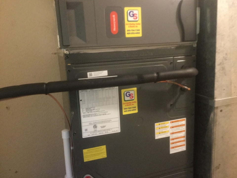 Shoreline, WA - Performed routine maintenance on a Lennox gas furnace in Shoreline WA