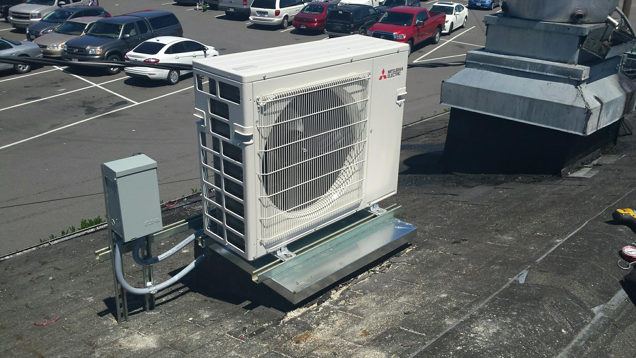 Everett, WA - Duct less install in Everett wa