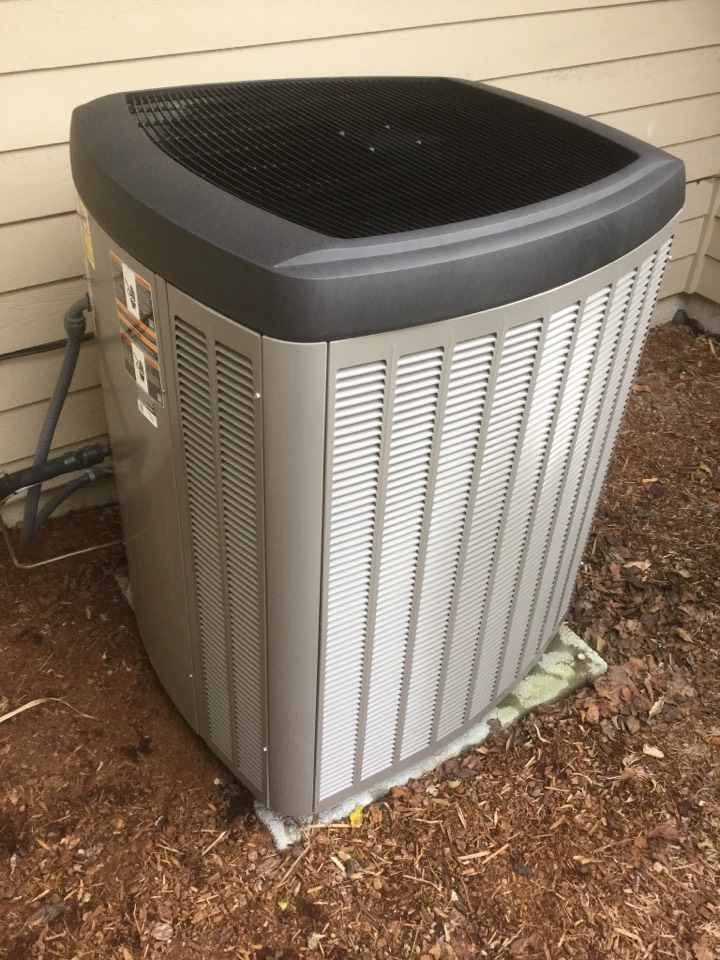 Bothell, WA - Performed routine maintenance on a Lennox heat pump in Bothell WA