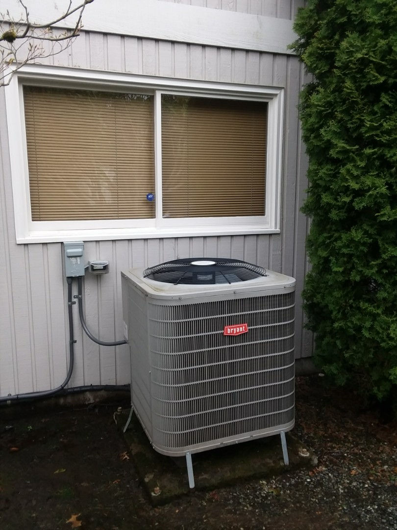 Edmonds, WA - Providing an estimate to replace a Bryant heat pump with a Lennox heat pump in Edmonds.