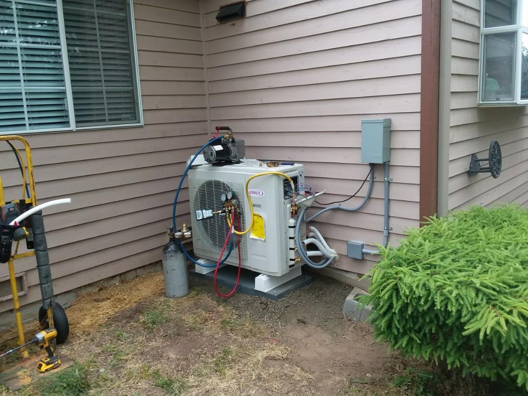 Lynnwood, WA - Lennox ductless heat pump install