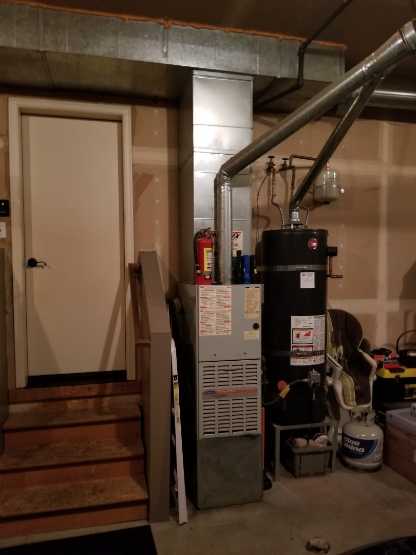 Mukilteo, WA - Providing an estimate to install a Lennox Elite Series EL16 air conditioner in Mukilteo.