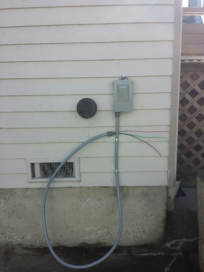 Mukilteo, WA - We are installing a 25 amp electrical circuit for a brand new Lennox Air Conditioner.