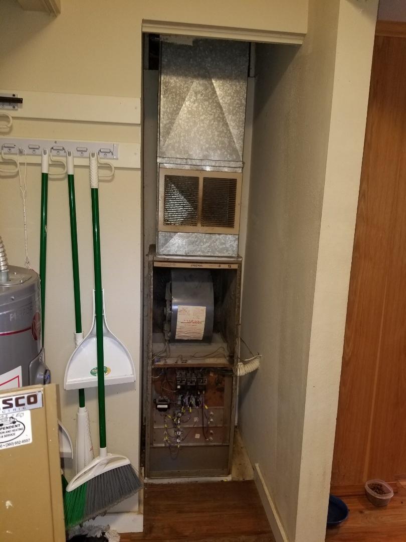 Tulalip, WA - Providing an estimate to install a Lennox Signature Series heat pump in Marysville.