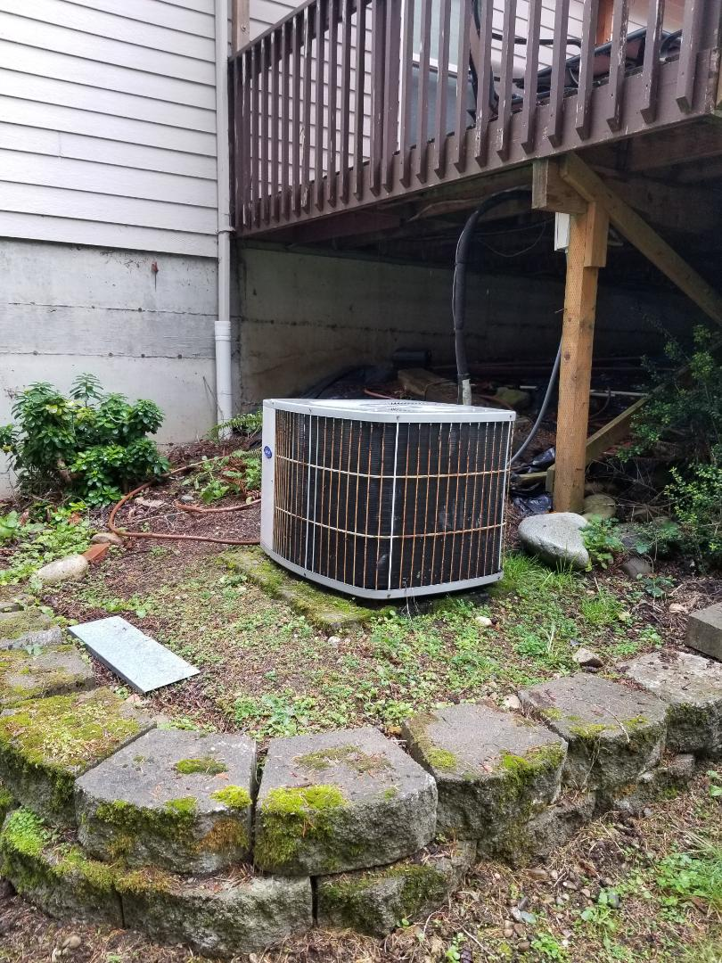 Tulalip, WA - Providing an estimate to install a Lennox Elite Series heat pump in Marysville.