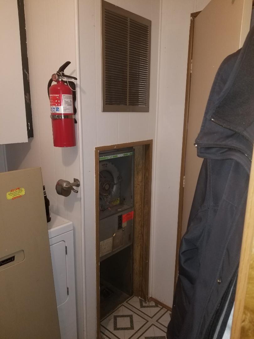 Marysville, WA - Providing an estimate to install a Lennox Elite Series heat pump in Bothell.