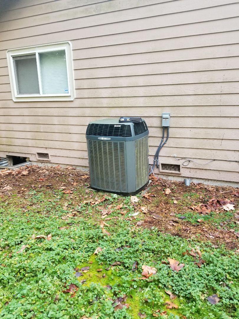 Stanwood, WA - Providing an estimate to install a Lennox Signature Series XP25 heat pump in Lake Stevens.