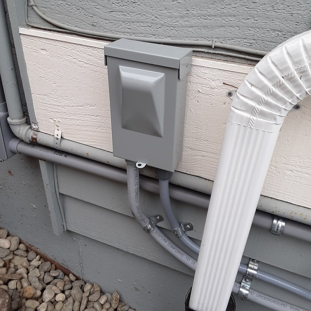 Edmonds, WA - Installing a Eaton air conditioner disconnect. Testing for proper 240volt function