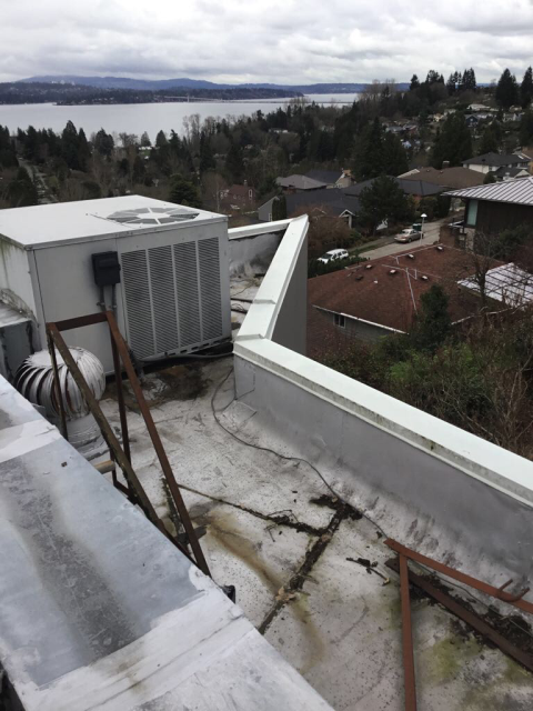 Seattle, WA - Routine Maintenance on a Commercial Rooftop Unit - everything is functioning properly.