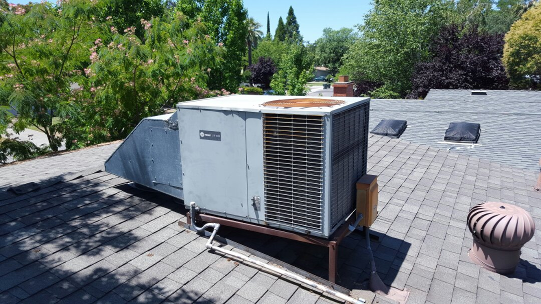 Fair Oaks, CA - Fair Oaks California HVAC repair Trane heat pump package unit on roof replace capacitor