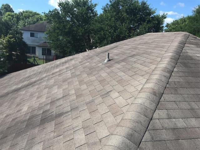 Austin, TX - Roof inspection possible replacement in Austin. Homeowner looking for a new roof. We provided a roof inspection for free and full roof replacement recommendation.
