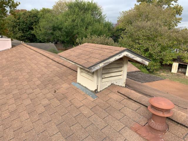 Georgetown, TX - Roof inspection in Georgetown Texas for possible roof insurance claim. Homeowner wanted roof inspected for hail damage from previous storms.