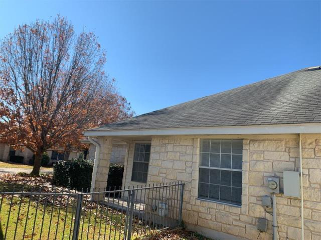 Georgetown, TX - Roof inspection in Georgetown Texas for possible replacement. Multiple houses in the neighborhood have had their roofs replaced recently and homeowner is curious if they should have theirs replaced as well.