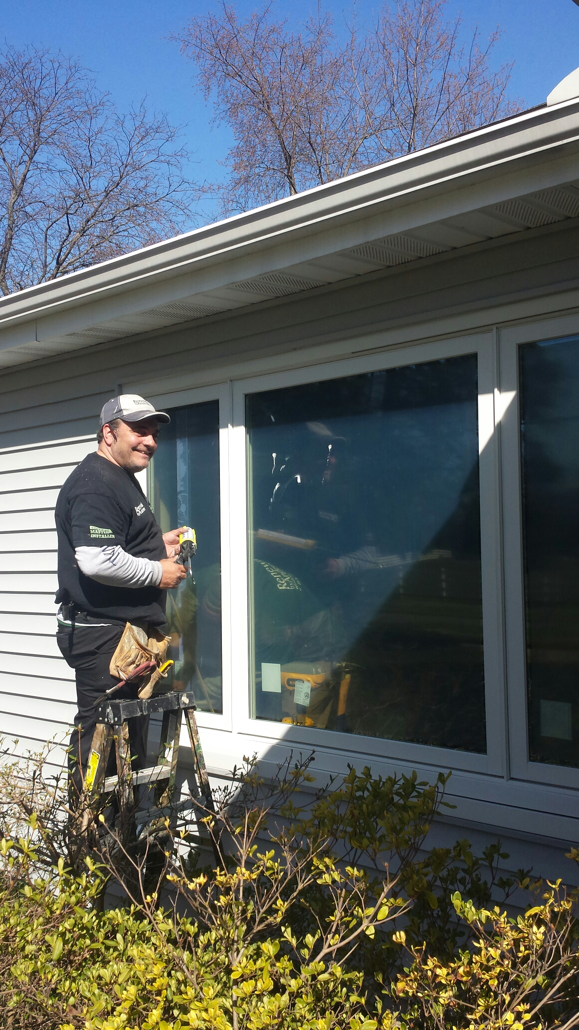 Mentor, OH - Beautiful picture window being installed in Mentor..Renewal by Andersen