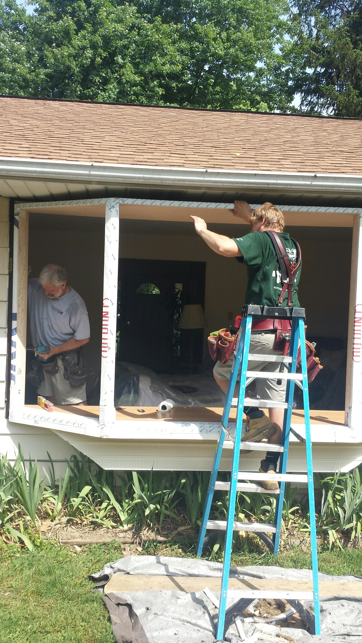 Mentor, OH - Installing a beautiful bay window in Mentor. Renewal by Andersen