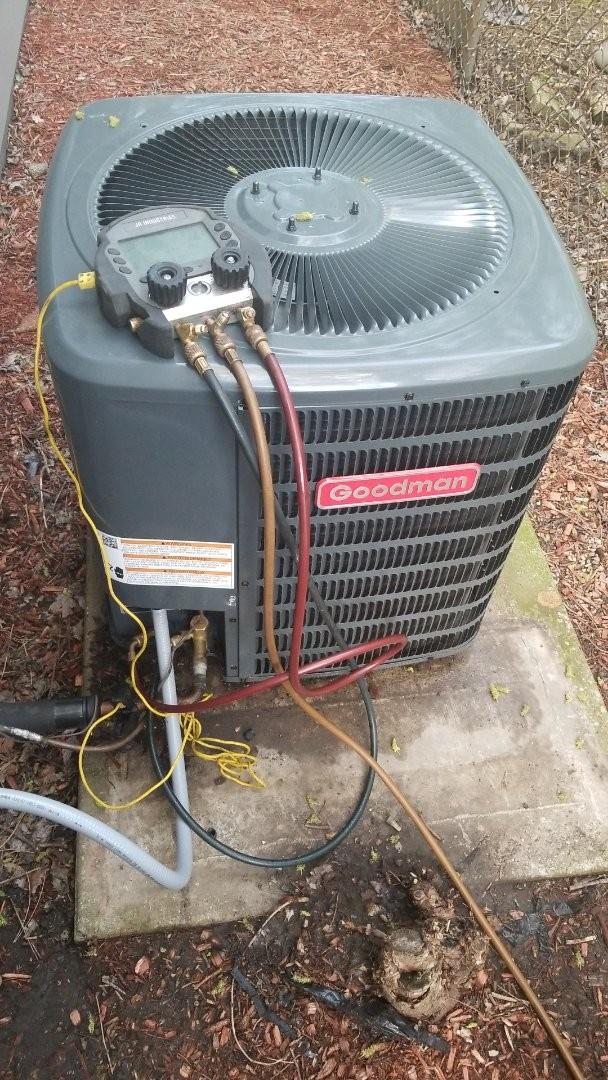 Merrillville, IN - Maintenance on 3-ton Goodman Airconditioming unit