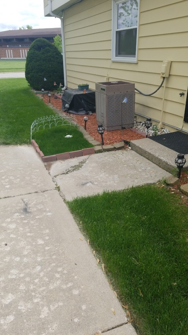 Lynwood, IL - Service airconditioning unit