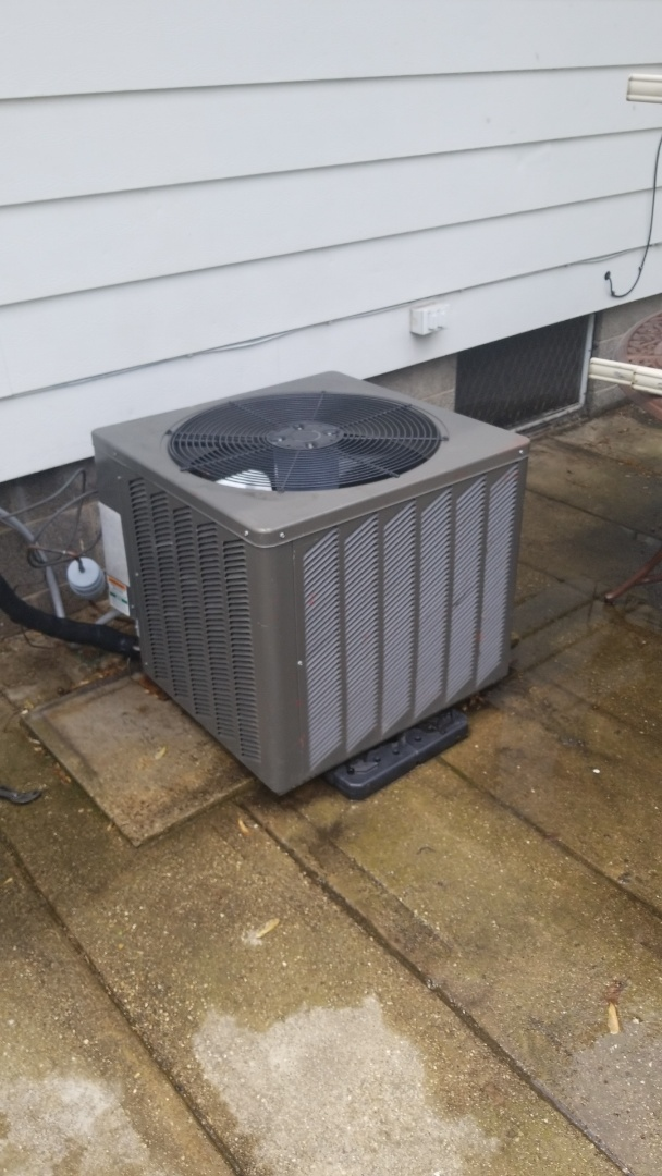 Griffith, IN - Re'charge & service Rheem airconditioning unit